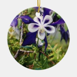 紫色のオダマキ(植物)のオーナメント セラミックオーナメント