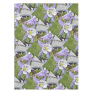 紫色のオダマキ(植物) テーブルクロス
