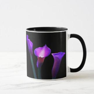 紫色のオランダカイウユリ マグカップ