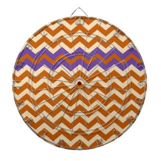 紫色のオレンジおよびタンのシェブロン ダーツボード
