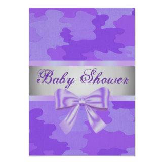 紫色のカムフラージュの紫色の弓ベビーシャワーの招待 カード