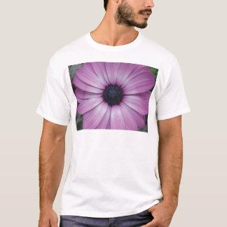 紫色のガーベラのデイジーの花のTシャツの大きい白 Tシャツ