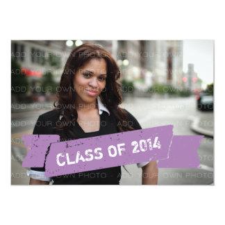 紫色のグランジな旗の卒業生の招待状 12.7 X 17.8 インビテーションカード