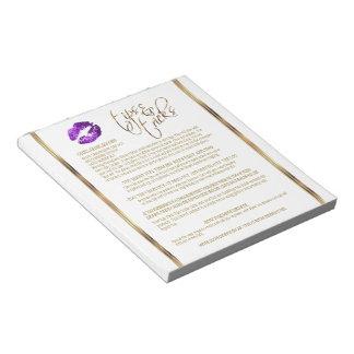紫色のグリッターの唇はひっくり返、トリックします ノートパッド