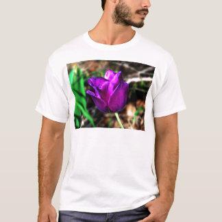 紫色のサテンのチューリップ Tシャツ