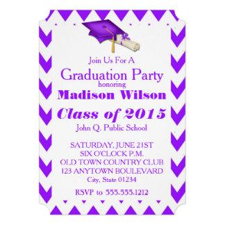 紫色のシェブロンの卒業のパーティの招待状 12.7 X 17.8 インビテーションカード