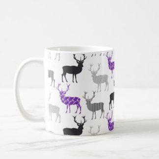 紫色のシカの雄鹿のクリスマスパターン コーヒーマグカップ