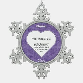 紫色のシュニールのハートの形の写真フレームのテンプレート スノーフレークピューターオーナメント
