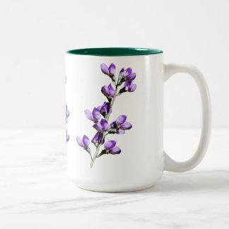 紫色のスイートピーの花のカスタマイズ可能なマグ ツートーンマグカップ