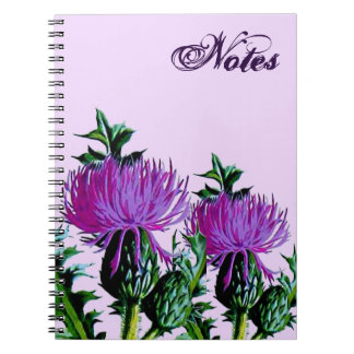 紫色のスコットランドの庭のアザミ ノートブック
