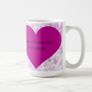 紫色のスプレーのハートのマグ コーヒーマグカップ