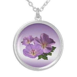 紫色のゼラニウムの花 シルバープレートネックレス