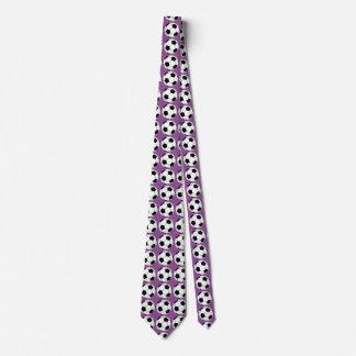 紫色のタイの白黒サッカーボール ネクタイ
