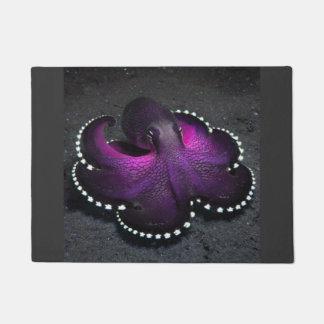 紫色のタコ ドアマット