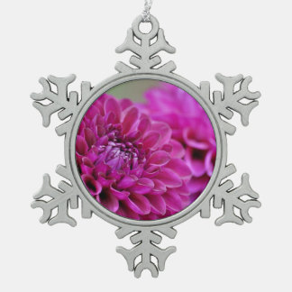紫色のダリアの花のクリスマスのオーナメント スノーフレークピューターオーナメント