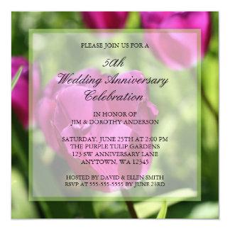 紫色のチューリップの第50結婚記念日の招待状 13.3 スクエアインビテーションカード
