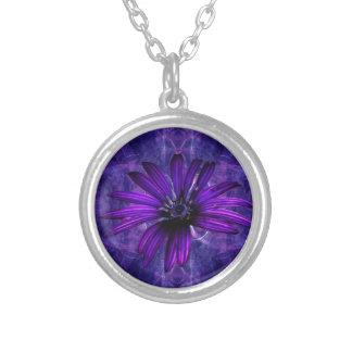紫色のデイジーの情熱 シルバープレートネックレス