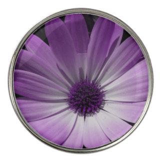 紫色のデイジーの花のゴルフ・ボールのマーカー ゴルフボールマーカー