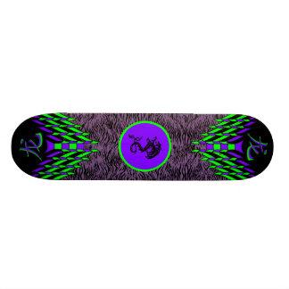 紫色のトラのドラゴンのスケートボード オリジナルスケートボード