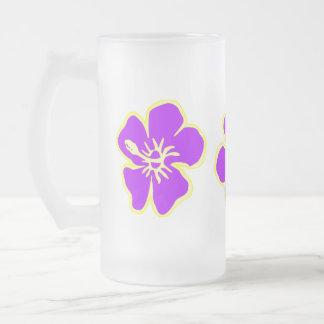 紫色のハイビスカスの熱帯花のハワイアンのルアウ(ハワイ式宴会) フロストグラスビールジョッキ