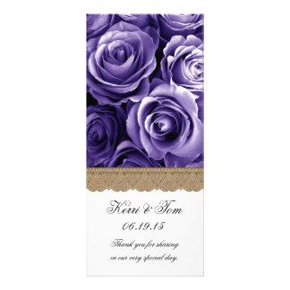 紫色のバラおよび金ゴールドのレースの結婚式プログラム ラックカード