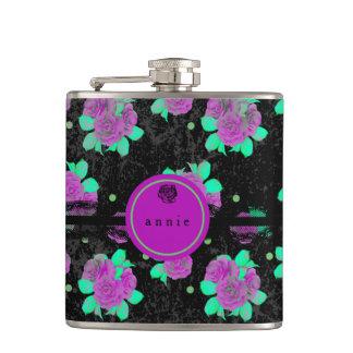 紫色のバラおよび黒いレース フラスク