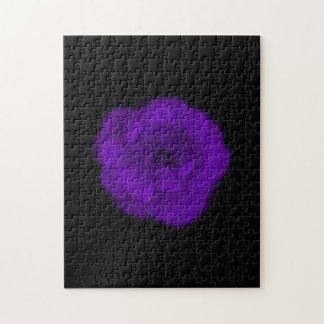 紫色のバラ。 黒い背景 ジグソーパズル