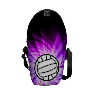 紫色のバレーボール クーリエバッグ