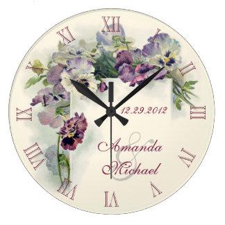 紫色のパンジーの結婚記念日 ラージ壁時計
