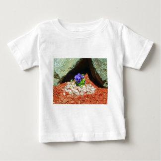 紫色のパンジーの花 ベビーTシャツ