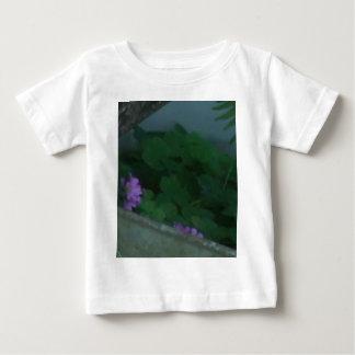 紫色のピンクのシャムロックのクローバーの花 ベビーTシャツ