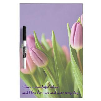 紫色のピンクのチューリップの母の日 ホワイトボード