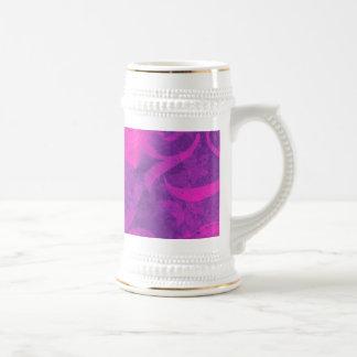 紫色のピンクの花の渦巻の華麗さのガーリーなパターン ビールジョッキ