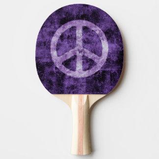 紫色のピースサイン 卓球ラケット