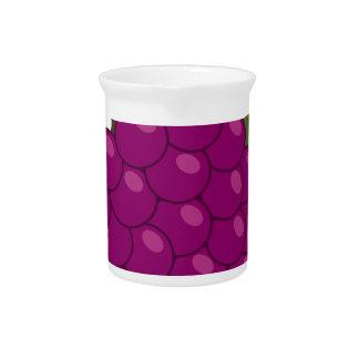 紫色のブドウ ピッチャー