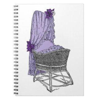 紫色のベビーのBassinetのノート ノートブック