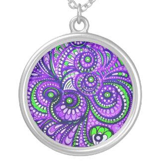 紫色のペイズリーの大きい吊り下げ式のネックレス シルバープレートネックレス