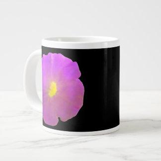 紫色のペチュニアのマグ ジャンボコーヒーマグカップ