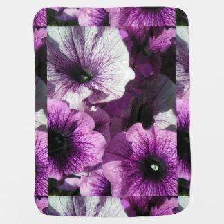 紫色のペチュニアの楽園 ベビー ブランケット
