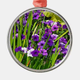 紫色のペチュニアの花柄 シルバーカラー丸型オーナメント