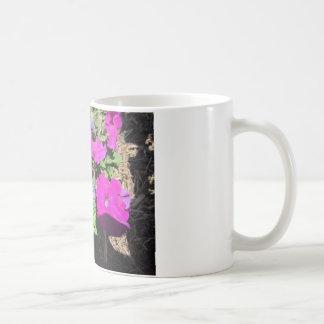 紫色のペチュニア コーヒーマグカップ