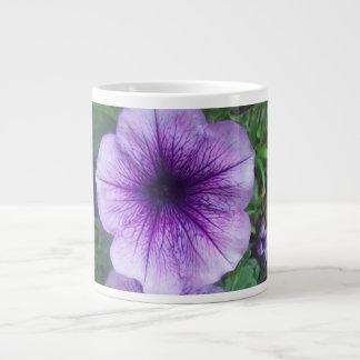 紫色のペチュニア ジャンボコーヒーマグカップ