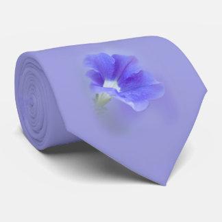 紫色のペチュニア ネックウェアー