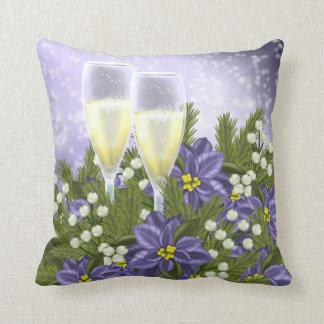 紫色のポインセチアおよびシャンペンの冬の花 クッション