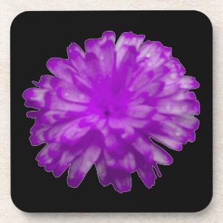 紫色のマリーゴールドのコルクのコースター コースター