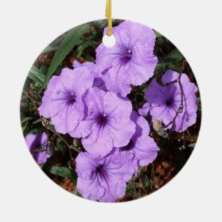 紫色のメキシコペチュニアのかわいらしい集り 陶器製丸型オーナメント