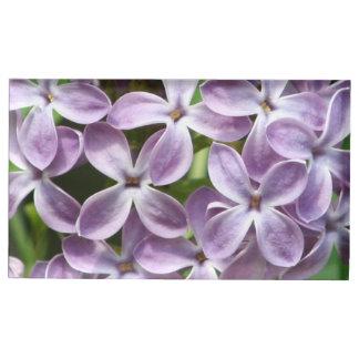 紫色のライラックの写真が付いている帯出登録者を台に置いて下さい テーブルカードホルダー