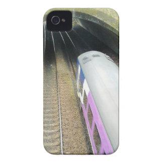 紫色の列車、線路、走行するトンネル Case-Mate iPhone 4 ケース