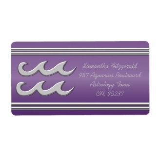 紫色の効果のクロムのアクエリアスの記号 ラベル