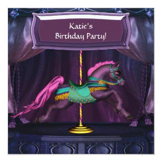 紫色の回転木馬の馬の誕生日のパーティの招待状 カード